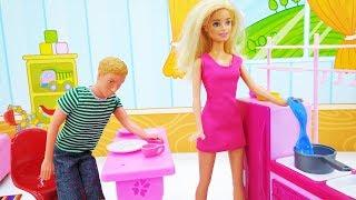 Барби и Кен делают уборку - Мультики с куклами