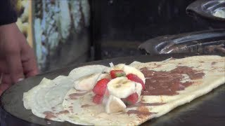preview picture of video 'London Street Food. Making Crepes in Camden Market, Camden Town.'