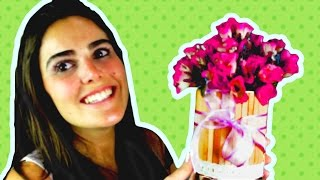 Neste vídeo você aprende passo a passo como fazer um lindo vaso de flores reciclando lata de leite em pó. Uma ótima opção barata para enfeitar sua festinha. Pode ser colocado na decoração da mesa principal, ou usado como centro de mesa dos convidados. Podem ser colocadas flores naturais ou artificiais. www.facebook.com/amofestas www.amofestas.com