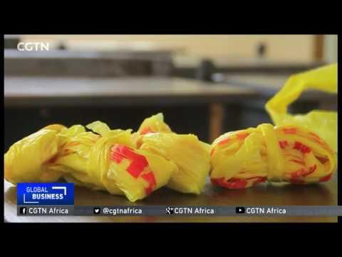 Жените во Нигерија пластичниот отпад го претвораат во аксесоари