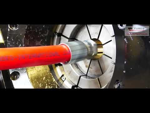 Zakuwanie węża przemysłowego tuleją zaciskową - zdjęcie