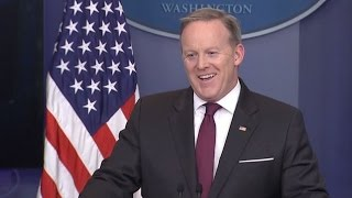 Wall with Canada? White House spokesman and media share a laugh over question