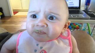 Смотреть онлайн Реакция ребенка на вкус авокадо