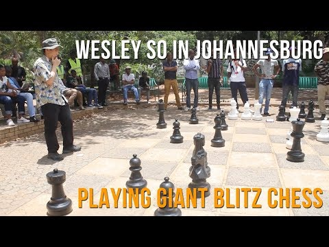 wesley-so-playing-giant-blitz-chess-in-johannesburg