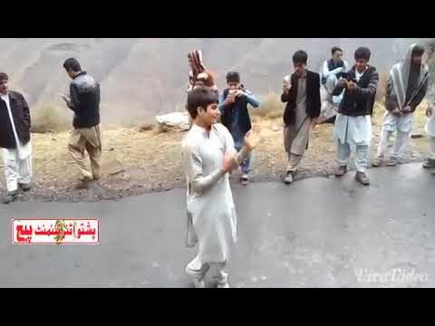 Beautiful pashto song nd handsome boy's dance