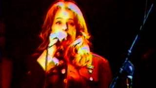 """France D'Amour chante """"Laisse-moi la chance"""" (1992) au Club Soda le 17 dec.1993"""