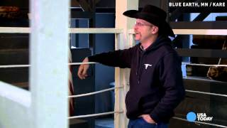 10-year-old auctioneer is star of stockyards