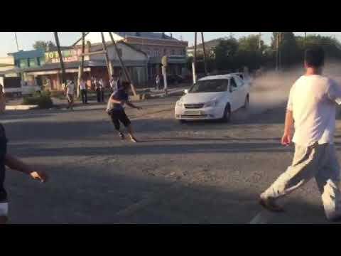 Уличные гонщики сбили пешехода в Узбекистане