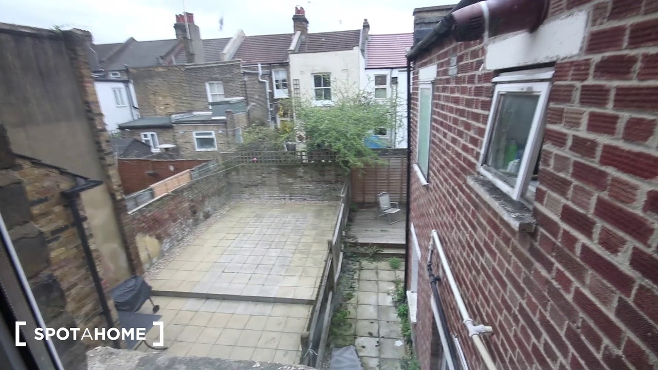 Rooms for rent in 5-bedroom houseshare with garden in Kensal Green