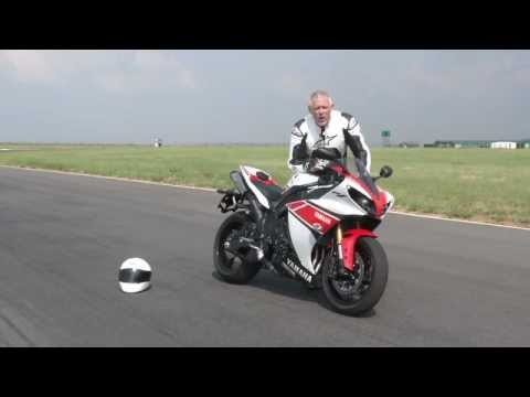 Episode 1: Yamaha R1 vs Yamaha R6 Test