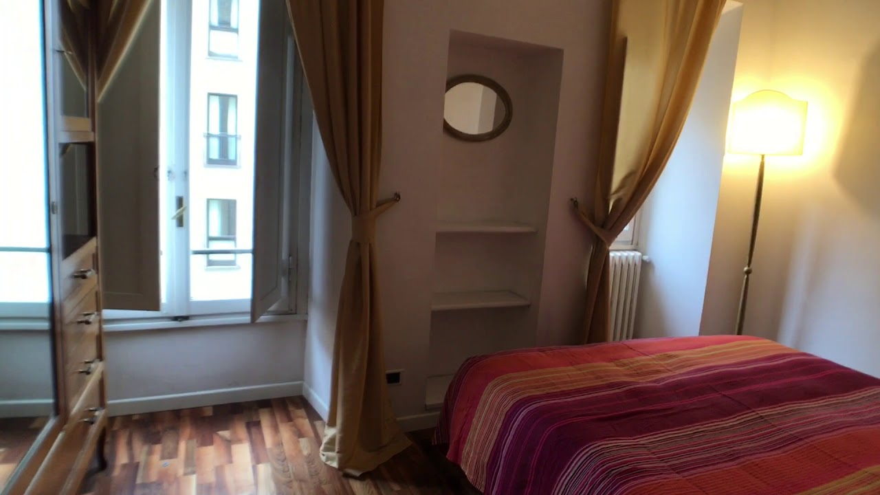 Stunning 2-bedroom apartment with balcony for rent in historic Ponte Vecchio