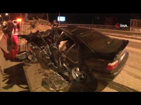 Kontrolden çıkan araç beton bariyerlere çarptı