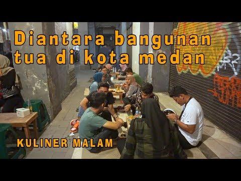 Enak!! Makan beralaskan tikar di tengah kota medan - Kuliner Malam