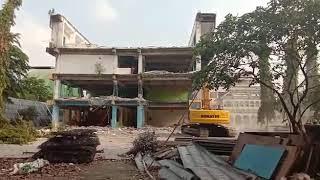Proses Pembongkaran Gedung Oleh PT Cavin Citra Abadi