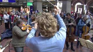 Download Youtube: Flash mob at Copenhagen Central Station. Copenhagen Phil playing Ravel's Bolero.