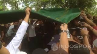 Video Prosesi Pemakaman Achmad Kurniawan