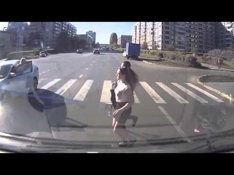 Помог телке на дороге а потом трахнул ее смотреть онлайн, отсасывают у кучи парней
