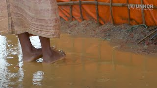 字幕付きロヒンギャ難民危機:モンスーンから家族を守るシェルターを