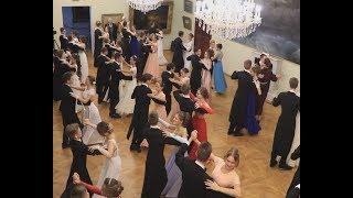 Вихрь бальных платьев. Бал у Айвазовскго собрал лучших крымских школьников.