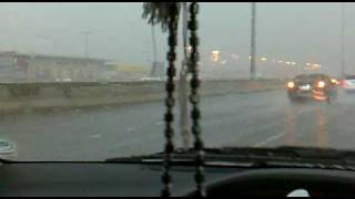 preview picture of video '25.11.2009 10:17 AM -Raining in Jeddah [Harmain Expressway]'