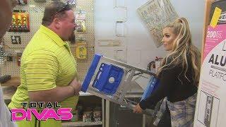 """Natalya and Jim """"The Anvil"""" Neidhart go ladder shopping: Total Divas, Nov. 1, 2017"""