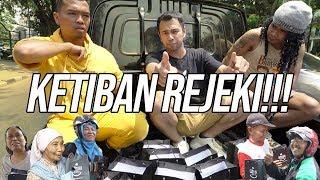 Video SEMUA KAGET!! TIBA-TIBA DIBAGIIN HP BARU DI JALANAN!!! MP3, 3GP, MP4, WEBM, AVI, FLV September 2019