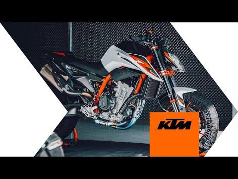 2021 KTM 890 Duke R in Goleta, California - Video 2