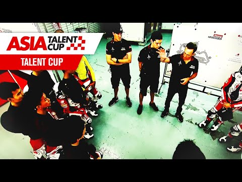 What is the role of the helpers at the Idemitsu Asia Talent Cup?