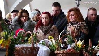Święcenie pokarmów wielkanocnych na Rynku w Krośnie