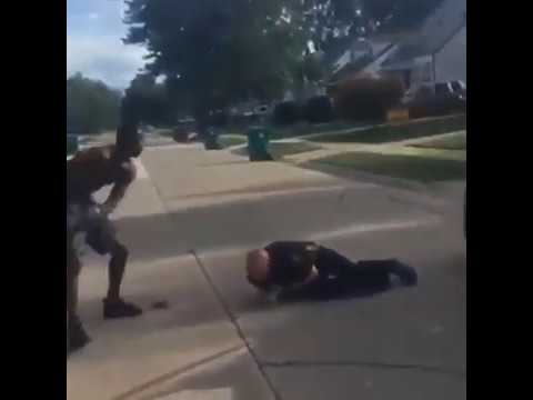 Нападение на сотрудника полиции в США.