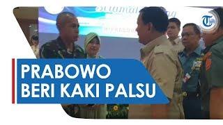 Momen Menhan Prabowo Subianto Beri Hadiah Kaki Palsu pada Prajurit TNI di Pusrehab Kemhan