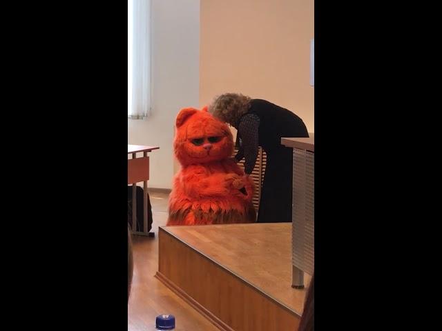 В Екатеринбурге студент пришел на занятия в костюме кота