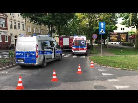 Wideo1: 23-latka wjechała fiatem w drzewo na Al. Krasińskiego w Lesznie