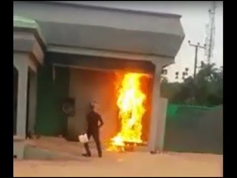 BREAKING!! Angry Customer Sets Bank On Fire at 'Aba Branch' Ehime (Shocking Video)