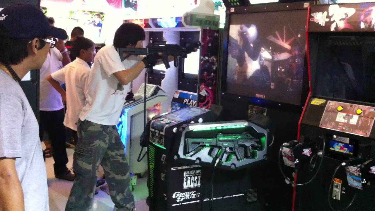 This Guy Is Way Too Into This Arcade Game