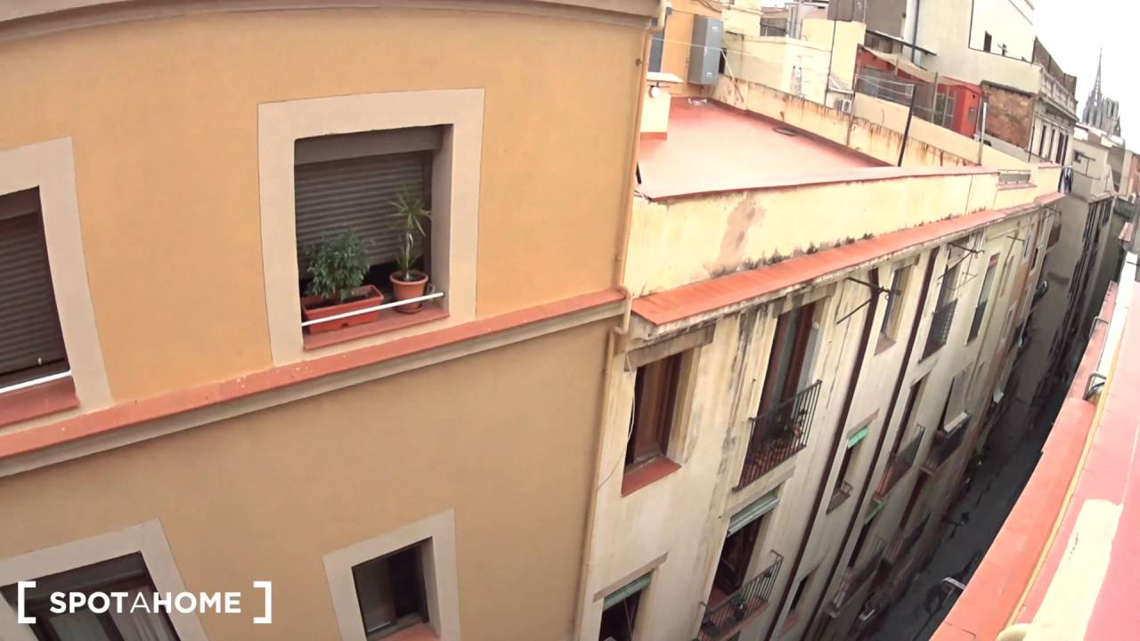Elegant 1-bedroom apartment with AC for rent in Barri Gòtic area