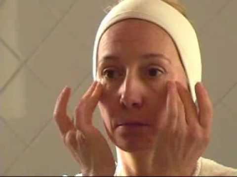 Léloignement laser des grains de beauté sur la personne les rappels