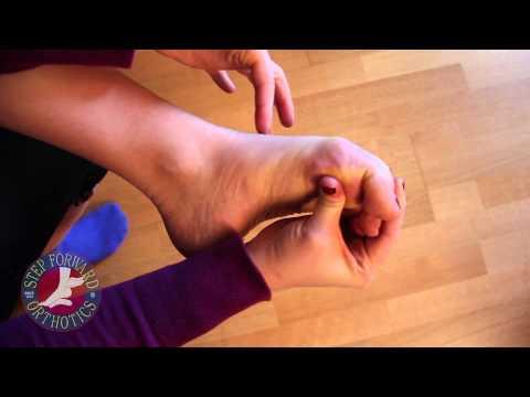 Die Abtragung des Kernes auf dem Daumen des Beines die Operation in lipezke