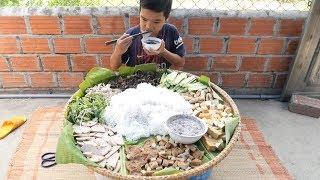 Trẻ Trâu Làm Nia Bún Đậu Mắm Tôm Khổng Lồ To Nhất Làng | TQ97