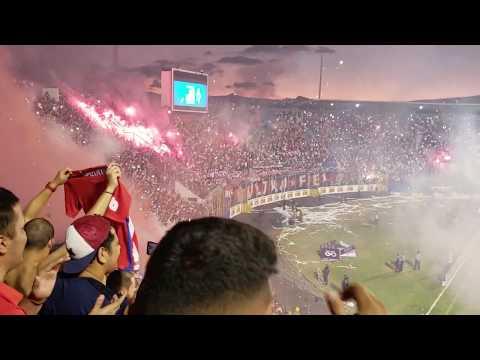 """Ultra Fiel - Carnaval + cuarto gol de Olimpia"" Barra: La Ultra Fiel • Club: Club Deportivo Olimpia • País: Honduras"