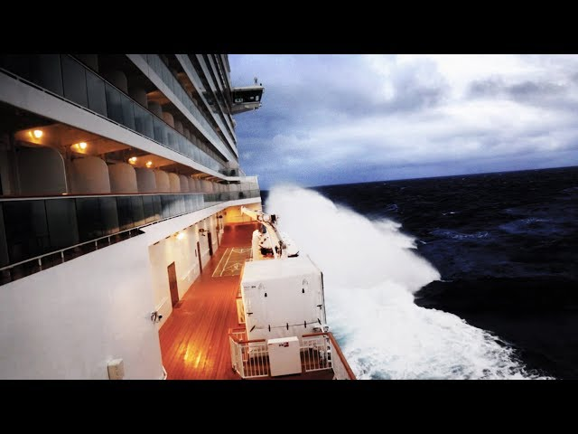 CRUISE SHIP CAUGHT IN A BOMB CYCLONE (Norwegian Breakaway)