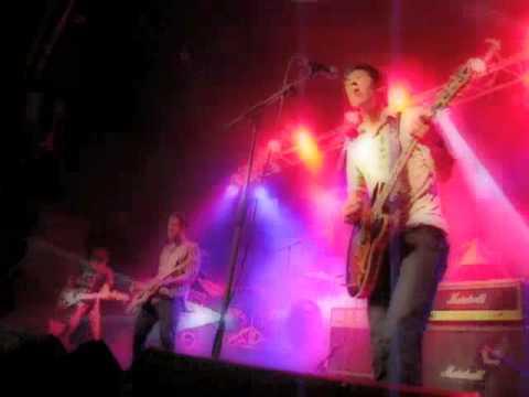 Half Foot Outside – The Floating Spaceboy (live Let's Festival 2009)