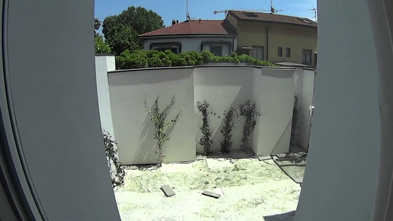 Rooms for rent in 3-bedroom apartment with balcony in Gallaratese - all bills included