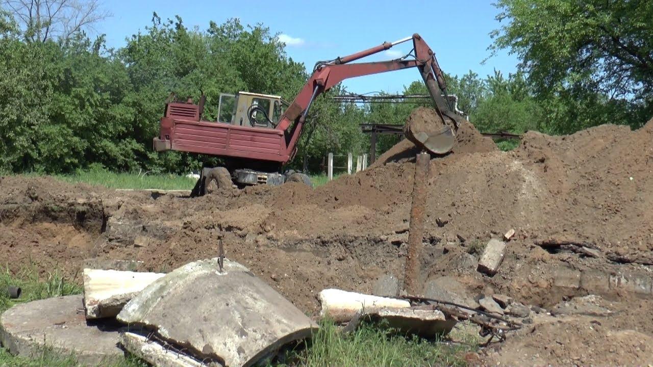 Тривають ремонтні роботи на каналізаційному колекторі