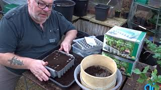 Sowing Onions in the Agralan Plug Plant Trainer + A Quick Vegepod Tour