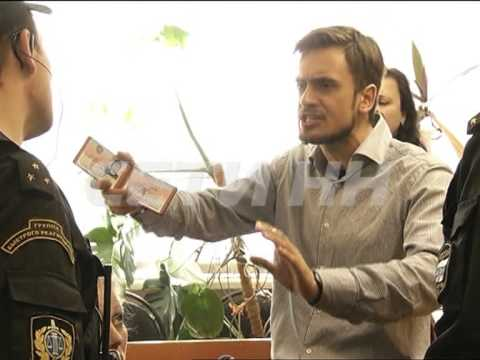 Муж участницы Пуси Райт устроли скандал в автозаводском суде онлайн видео