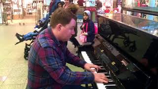 London Station Piano - Bohemian Rhapsody Queen