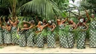 preview picture of video 'amandine - le village pleure papa bongo ondimba'
