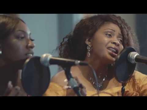 Download Il Est Bon De Louer Dieu (En Dépit) - Manassé Lelo X Dorcas Kaja [Live Session] HD Mp4 3GP Video and MP3
