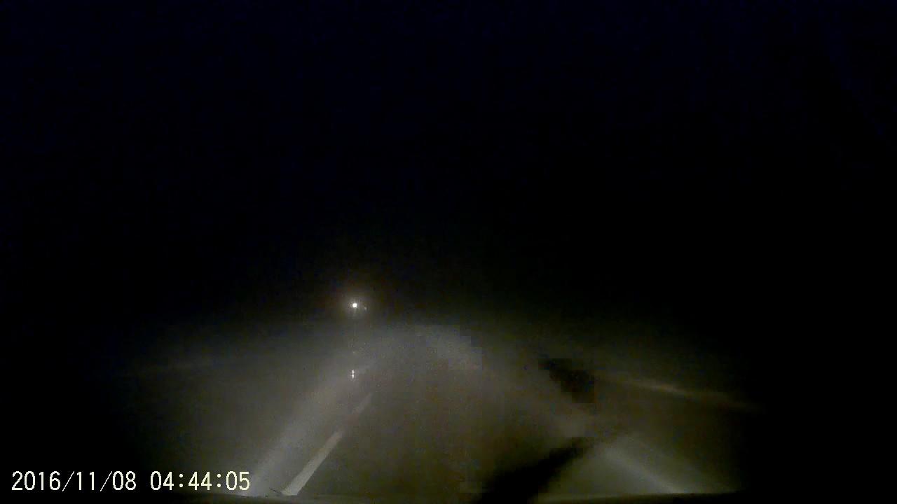 Пьяный мужчина спал прямо на дороге - Рязань